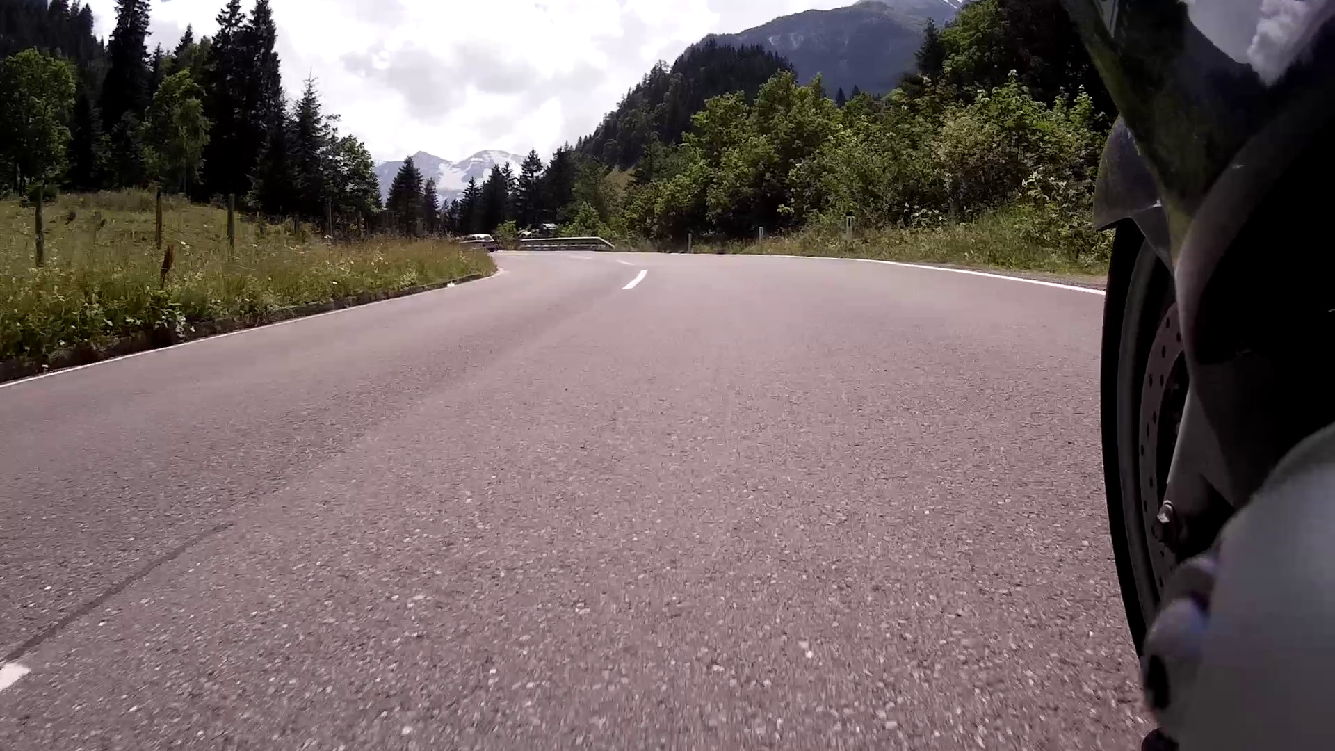 Erster Blick auf Berge